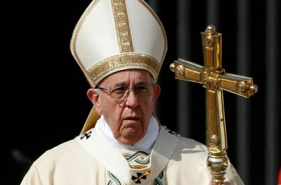 Papa compara zonas de refugiados a campos de concentração
