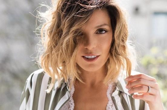 Andreia Rodrigues em lingerie por amor
