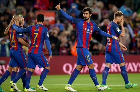 André Gomes marca dois na goleada do Barcelona