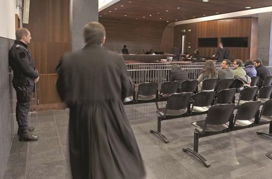 Processos pendentes nos tribunais diminuem