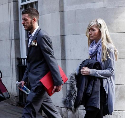 Pais de Charlie Gard desistem de processo em tribunal.