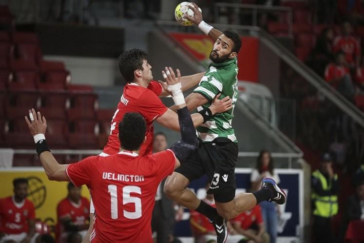 Benfica volta a repudiar cânticos dos adeptos sobre o 'very light'