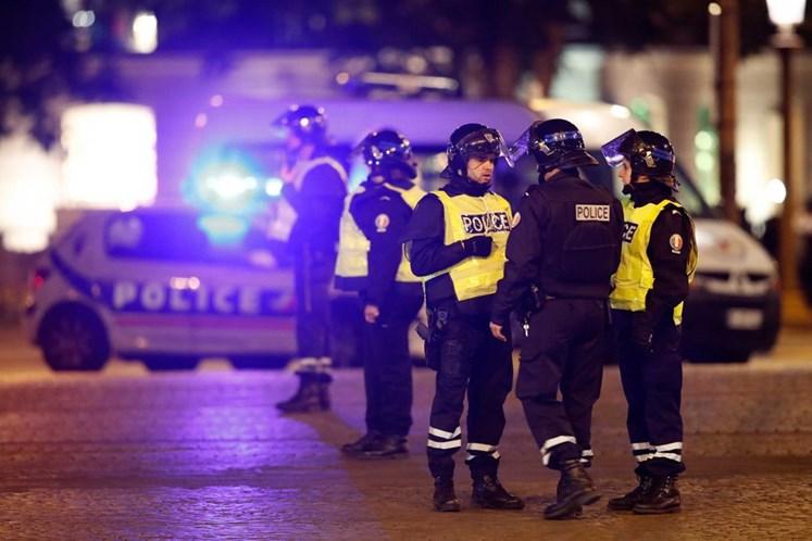Policial é morto em tiroteio no centro de Paris