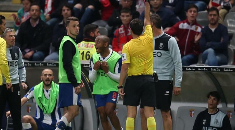 Dragões exigem castigo a árbitro