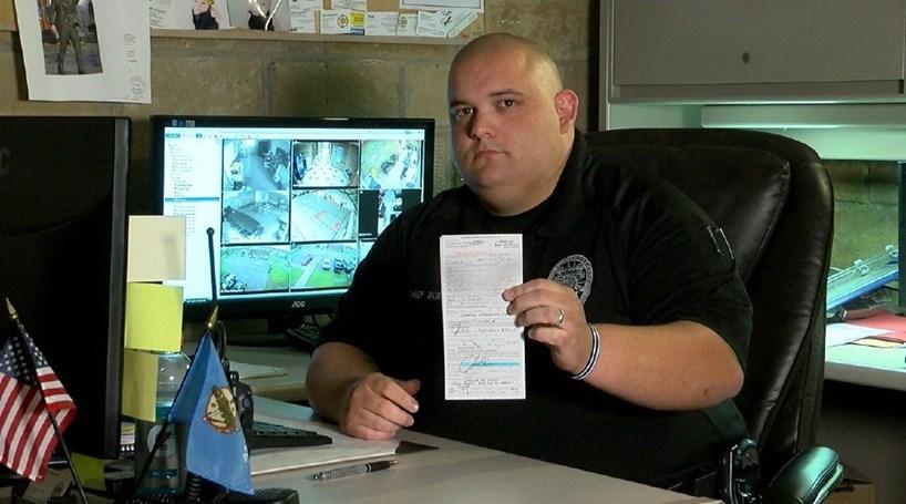 Chefe da polícia multa-se a si próprio por excesso de velocidade
