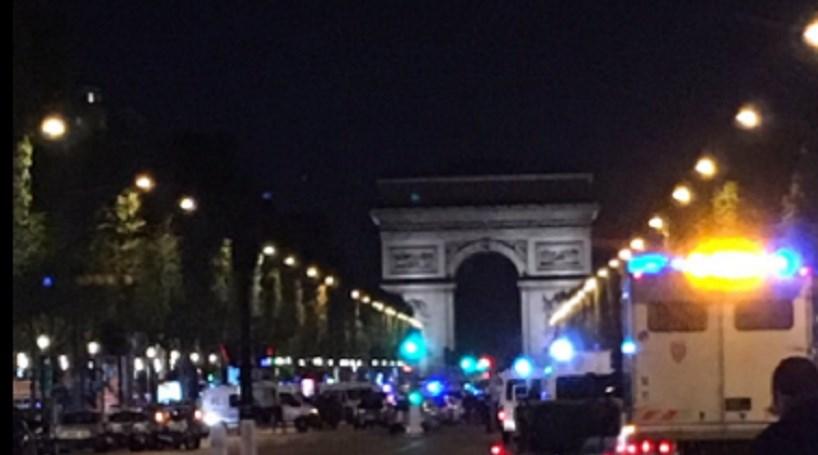 Homem alegadamente ligado ao ataque de Paris entrega-se em esquadra