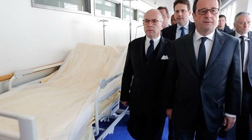 Hollande visitou os dois polícias feridos no ataque de Paris