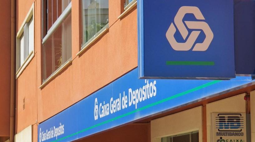 Idosos protestam contra encerramento de balcão da CGD em Odivelas