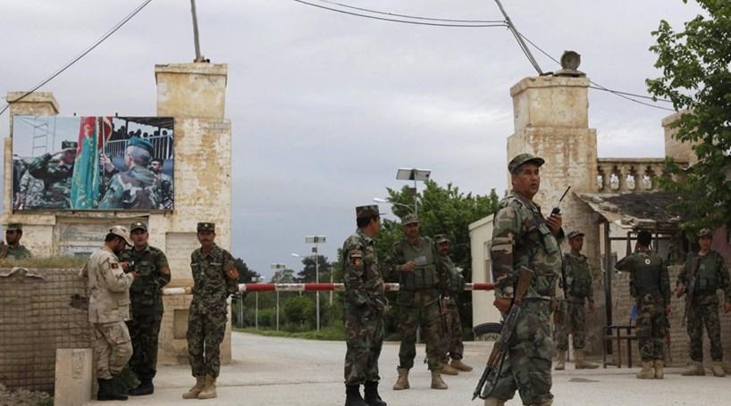 Ataque a quartel no Afeganistão mata mais de 60 pessoas
