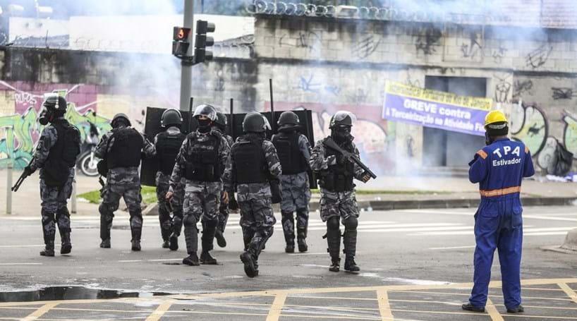 Traficantes atacam posto e matam polícia no Rio de Janeiro