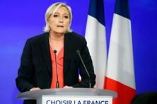"""Marine Le Pen diz que Macron """"nada mudou"""" e a França continua submetida à Alemanha"""