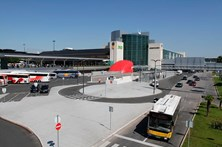 Aeroporto de Lisboa vai chegar aos 100 mil passageiros por dia no verão