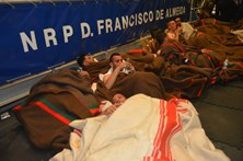 Marinha portuguesa resgata náufragos ao largo de Itália