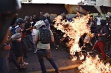 Homem queimado vivo durante protesto da oposição na Venezuela
