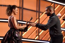 Drake bate recorde de Adele ao ganhar 13 Billboard Music Awards