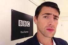 Conheça o jornalista que baixou as calças no palco da Eurovisão