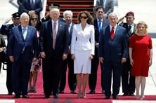 Melania rejeita 'mão-dada' de Trump em Israel