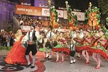 Milhares invadem Lisboa para um mês de festa