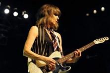 Guitarra assinada por Chrissie Hynde vai a leilão