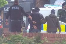 Polícia entra em casa de suspeito de ataque terrorista