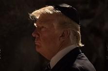 Trump criticado por mensagem deixada em memorial do Holocausto