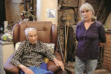 Milionário de 101 anos que casou com empregada