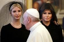 Melania e Ivanka Trump usam véus pretos para conhecer o Papa