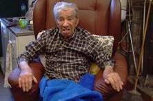 Tentam anular casamento de pai de 101 anos com mulher de 52