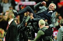 Vitória na Liga Europa dá outra taça a Mourinho