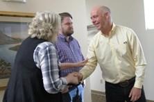 Político norte-americano acusado de agredir jornalista