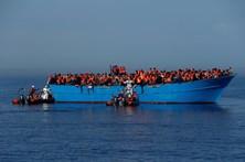Naufrágio na costa líbia provoca pelo menos 7 mortos