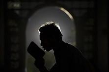 Muçulmanos iniciam mês de Ramadão