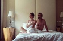 Carlos Areia ousado com namorada 48 anos mais nova