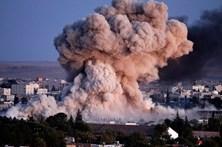 Bombardeamento aéreo mata 80 familiares de membros do Daesh na Siría