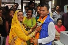 Mulher vítima de ataque com ácido casou-se