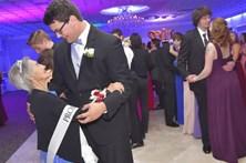 Rapaz leva avó com cancro terminal a baile de finalistas