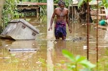 Sri Lanka confirma 100 mortos e 99 desaparecidos em inundações