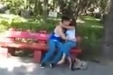 Filma traição de namorado da filha e publica provas nas redes sociais