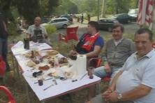 Benfiquistas realizam 'picnic' na mata do Jamor