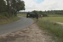 Acidente com camião do lixo faz dois feridos