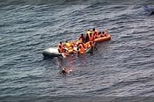 Força Aérea salva 34 migrantes após explosão em barco