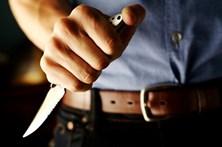 Detido homem que tentou matar a mãe