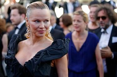 Pamela Anderson irreconhecível em Cannes