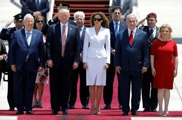 """Melania """"dá palmada"""" a Trump em Israel"""