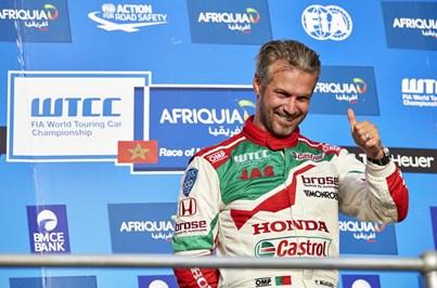 Tiago Monteiro vence na Hungria e reforça liderança do WTCC