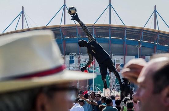 Multidão na inauguração da estátua de Rui Patrício