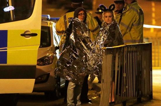 Ataque suicida em concerto de Ariana faz 19 mortos