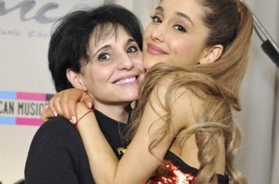 Mãe de Ariana Grande ajudou fãs após atentado