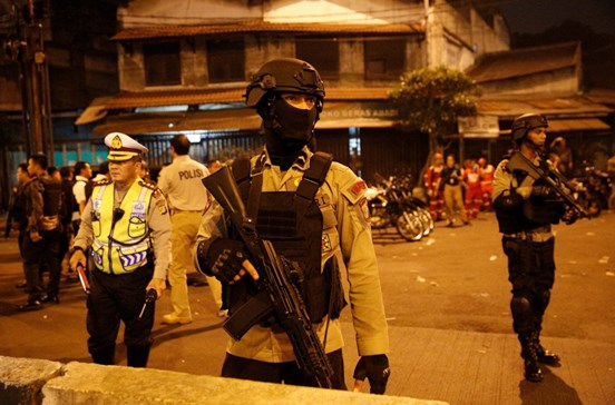 Dois mortos em explosões num terminal de transportes na Indonésia