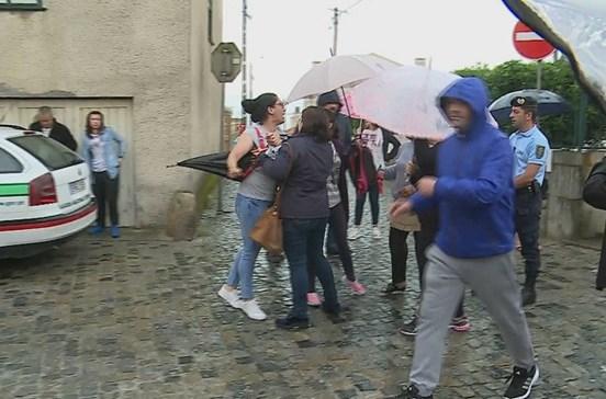 Ânimos exaltados em protesto contra aluno agressivo